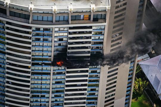Mỹ: Cháy tòa nhà 36 tầng, 3 người thiệt mạng - Ảnh 3.