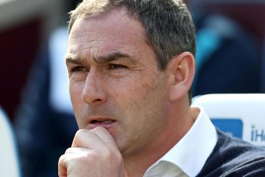 Đội bét bảng Premier League sa thải HLV - Ảnh 1.