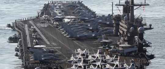 Tàu sân bay USS Carl Vinson trên đường đến cảng Busan ở Hàn Quốc hôm 15-3 để tham gia cuộc tập trận chung. Ảnh: AP