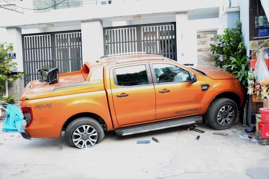 Đứng trên vỉa hè, người phụ nữ chết oan trước đầu xe bán tải - Ảnh 3.