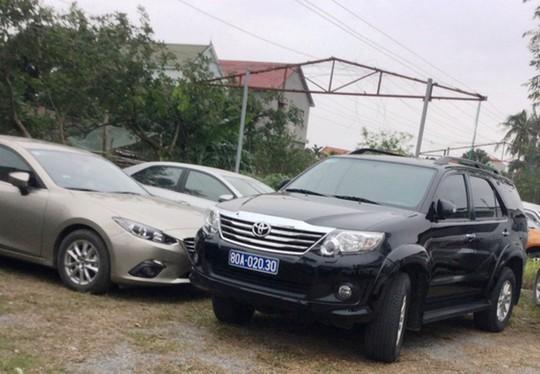 Dùng xe biển xanh đi ăn cưới ở Quảng Bình: Quy định của Chính phủ bị phớt lờ! - Ảnh 2.