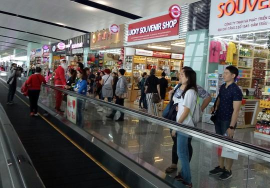 Ngạc nhiên với không khí Giáng sinh ở sân bay Nội Bài - Ảnh 10.