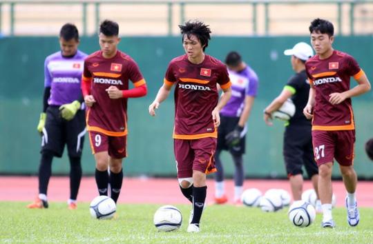 Ai là tuyển thủ mặc nhiều số áo nhất bóng đá Việt? - Ảnh 3.
