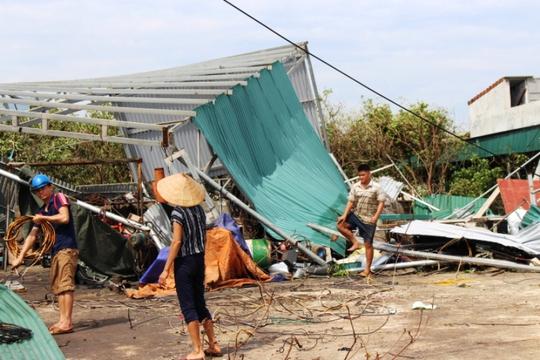 Cận cảnh trường học tan hoang, nhà cửa đổ nát sau bão - Ảnh 17.