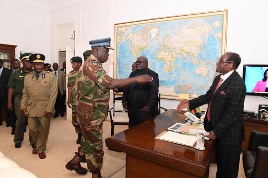Bàn tay nước ngoài trong chính biến Zimbabwe? - Ảnh 1.