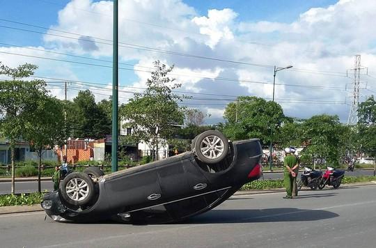 Tài xế hoảng loạn bò khỏi ô tô trên đường Phạm Văn Đồng - Ảnh 2.