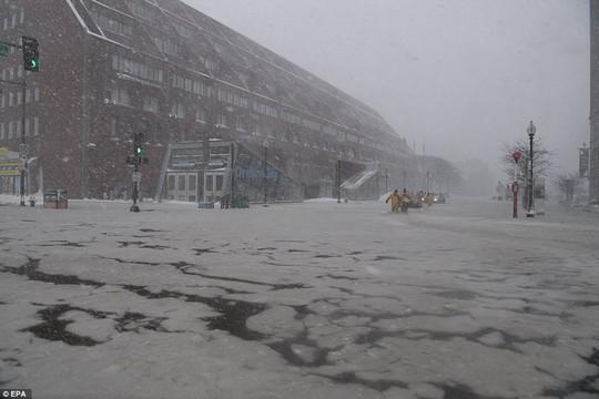 Nước Mỹ trong mờ mịt mưa tuyết - Ảnh 1.