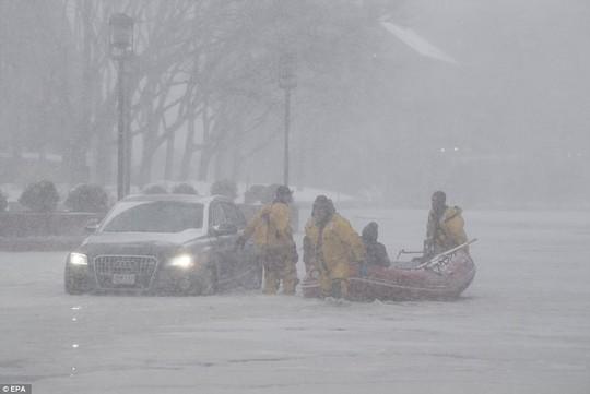 Nước Mỹ trong mờ mịt mưa tuyết - Ảnh 7.