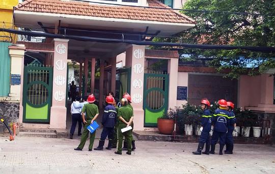 Cháy trường Lê Quý Đôn, hàng trăm học sinh nháo nhào - Ảnh 2.