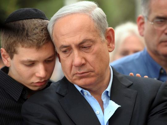 Kỳ kèo tiền trả vũ nữ thoát y, con trai thủ tướng Israel làm hại cha - Ảnh 1.