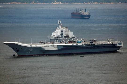 Nhóm tàu sân bay Trung Quốc đi qua eo biển Đài Loan - Ảnh 1.