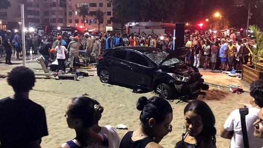 Ô tô lao vào đám đông ở bãi biển, bé 8 tháng tuổi tử vong - Ảnh 1.