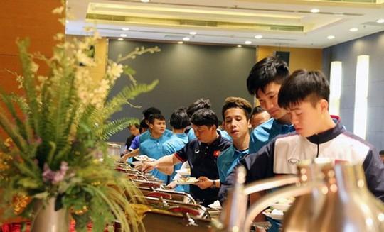 Cận cảnh nơi ở của các cầu thủ U23 Việt Nam tại Thường Châu, Trung Quốc - Ảnh 2.