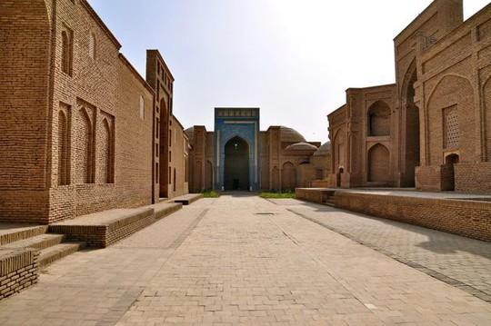 Đất nước đối thủ Uzbekistan đẹp và tráng lệ đến khó tin - Ảnh 7.