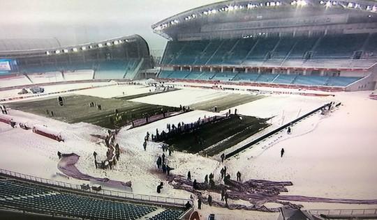 Trực tiếp U23 VN-Uzbekistan: Vẫn thi đấu, bất chấp mưa tuyết - Ảnh 2.