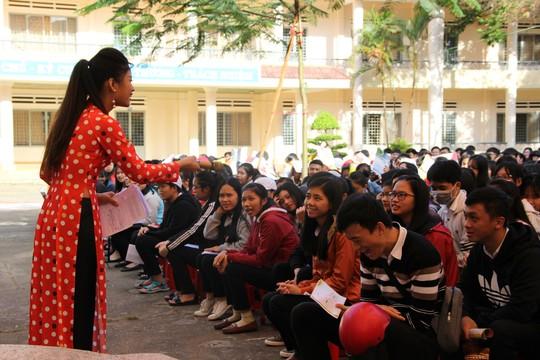 Đưa trường học đến thí sinh 2018 tại Đắk Lắk: Mê sư phạm nhưng sợ thất nghiệp - Ảnh 16.