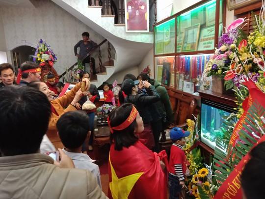 Nhà Quang Hải nổ tung với siêu phẩm tung lưới U23 Uzbekistan - Ảnh 4.