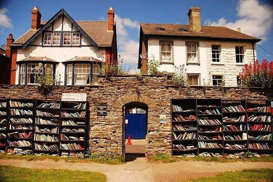 Thị trấn toàn sách có một không hai trên thế giới - Ảnh 1.