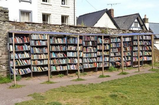 Thị trấn toàn sách có một không hai trên thế giới - Ảnh 2.