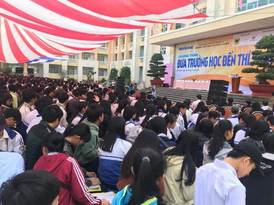 Đưa trường học đến thí sinh 2018 tại Gia Lai: Ngành CNTT dễ bị đào thải? - Ảnh 3.