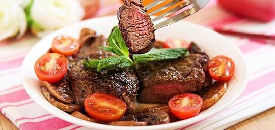 Ăn thịt bò vào thời điểm này sẽ gây hại sức khỏe - Ảnh 1.
