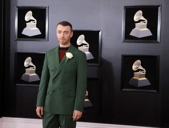 Hoa hồng trắng ngập thảm đỏ Grammy 2018 - Ảnh 6.