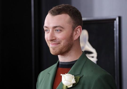 Hoa hồng trắng ngập thảm đỏ Grammy 2018 - Ảnh 5.