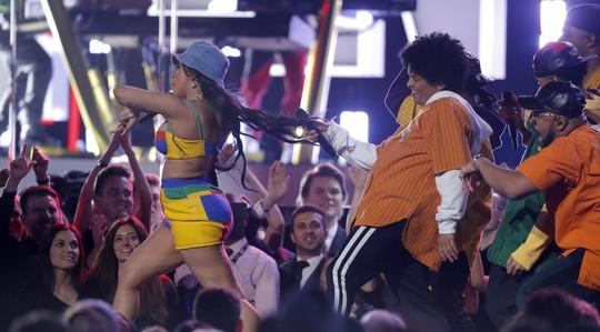 Grammy 2018: Bruno Mars gom hết giải quan trọng! - Ảnh 10.