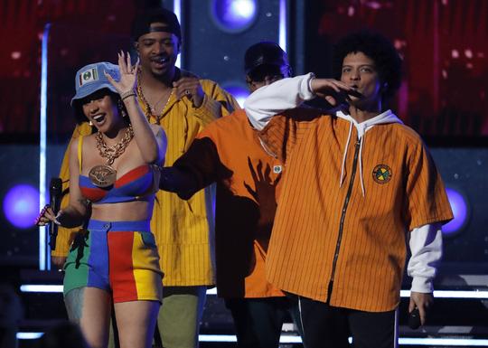Grammy 2018: Bruno Mars gom hết giải quan trọng! - Ảnh 9.