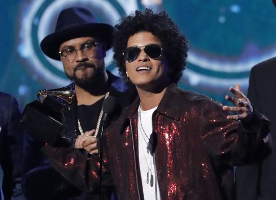 Grammy 2018: Bruno Mars gom hết giải quan trọng! - Ảnh 26.