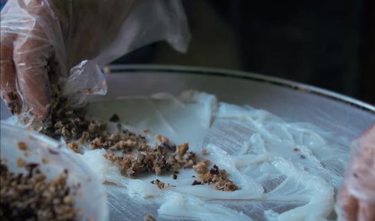 5 món ăn đường phố được khách nước ngoài săn lùng nhiều nhất ở Hà Nội - Ảnh 8.