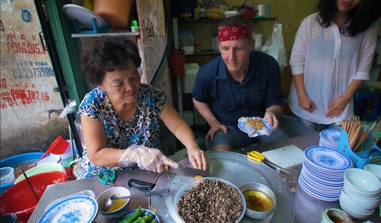 5 món ăn đường phố được khách nước ngoài săn lùng nhiều nhất ở Hà Nội - Ảnh 10.