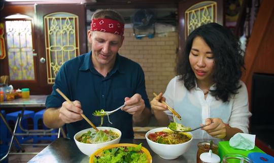 5 món ăn đường phố được khách nước ngoài săn lùng nhiều nhất ở Hà Nội - Ảnh 21.