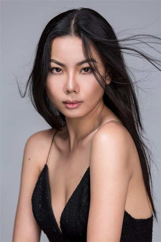 Người mẫu mặc bikini trên chuyên cơ chở U23 Việt Nam thanh minh - Ảnh 2.
