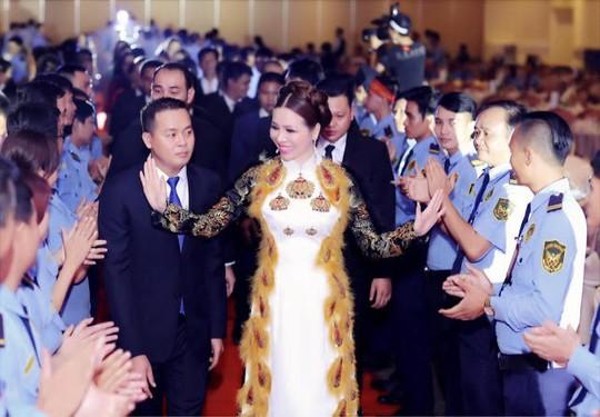 Hoa hậu Bùi Thị Hà chi 2 tỷ đồng cho tiệc tất niên công ty - Ảnh 2.