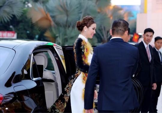 Hoa hậu Bùi Thị Hà chi 2 tỷ đồng cho tiệc tất niên công ty - Ảnh 1.