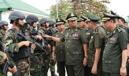 Trung Quốc tặng xe quân sự cho Campuchia trước tập trận chung - Ảnh 2.