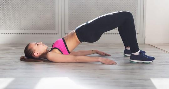 7 động tác đập tan cơn đau mỏi lưng chỉ trong 1 phút - Ảnh 1.