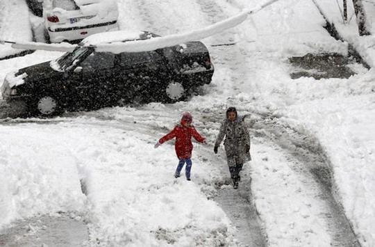 Kinh ngạc tuyết phủ trắng sa mạc ở Trung Đông - Ảnh 11.