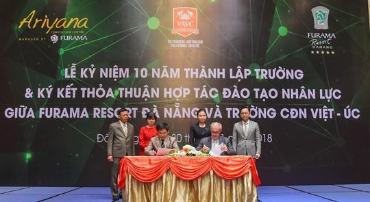 Trao bằng chứng nhận cho 212 HSSV tham gia phục vụ Tuần lễ cấp cao APEC - Ảnh 1.