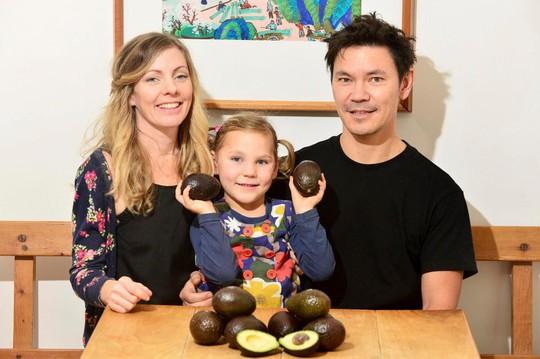 Ăn 3.000 trái bơ, bé 5 tuổi đẩy lùi bệnh động kinh - Ảnh 2.