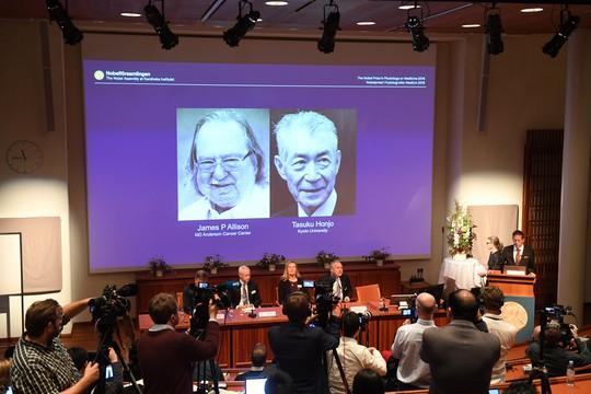 Nobel Y học vinh danh công trình đột phá trị ung thư - Ảnh 1.