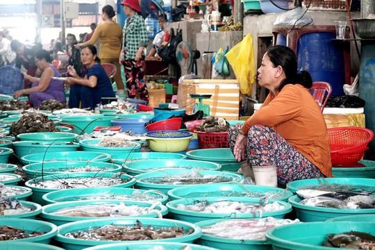 Thiên đường hải sản tươi rói ở chợ ngoại ô Sài Gòn - Ảnh 2.