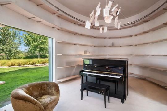 Cận cảnh ngôi nhà đẹp hoàn hảo giá 250 tỷ đồng - Ảnh 1.