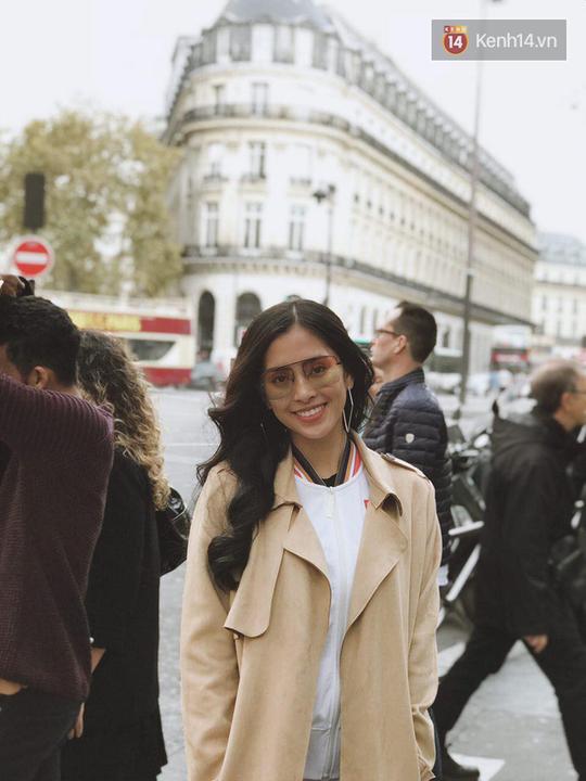 Hoa hậu Tiểu Vy mặt mộc dạo phố Paris - Ảnh 11.