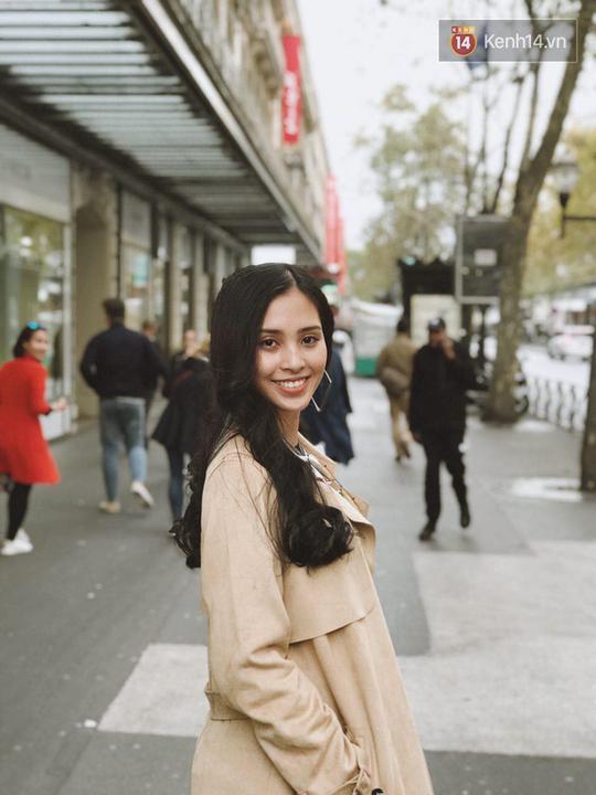 Hoa hậu Tiểu Vy mặt mộc dạo phố Paris - Ảnh 12.