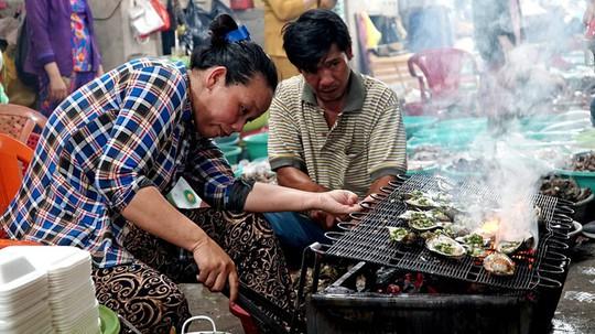 Thiên đường hải sản tươi rói ở chợ ngoại ô Sài Gòn - Ảnh 3.