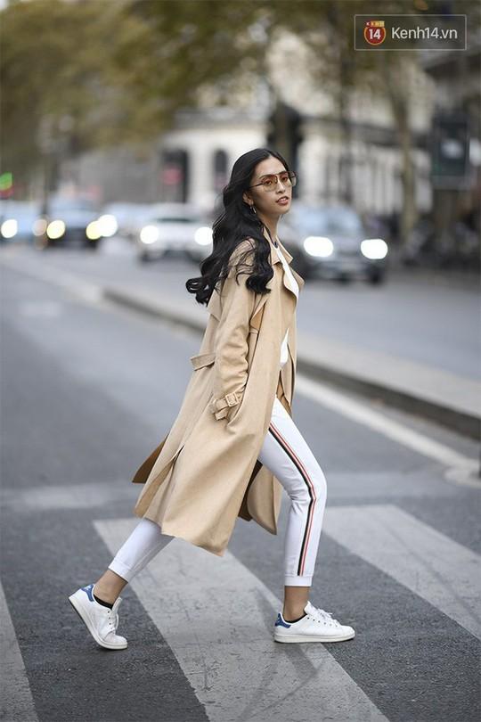 Hoa hậu Tiểu Vy mặt mộc dạo phố Paris - Ảnh 4.