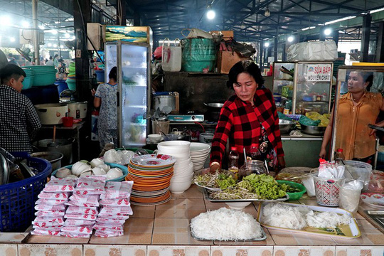 Thiên đường hải sản tươi rói ở chợ ngoại ô Sài Gòn - Ảnh 4.