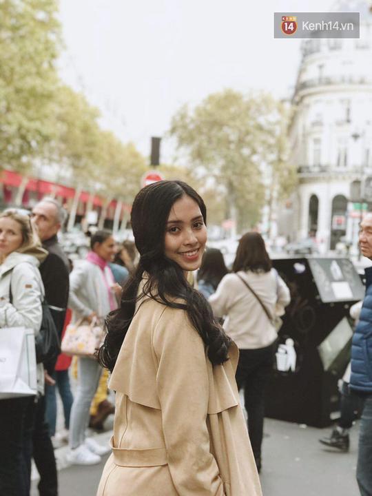 Hoa hậu Tiểu Vy mặt mộc dạo phố Paris - Ảnh 7.